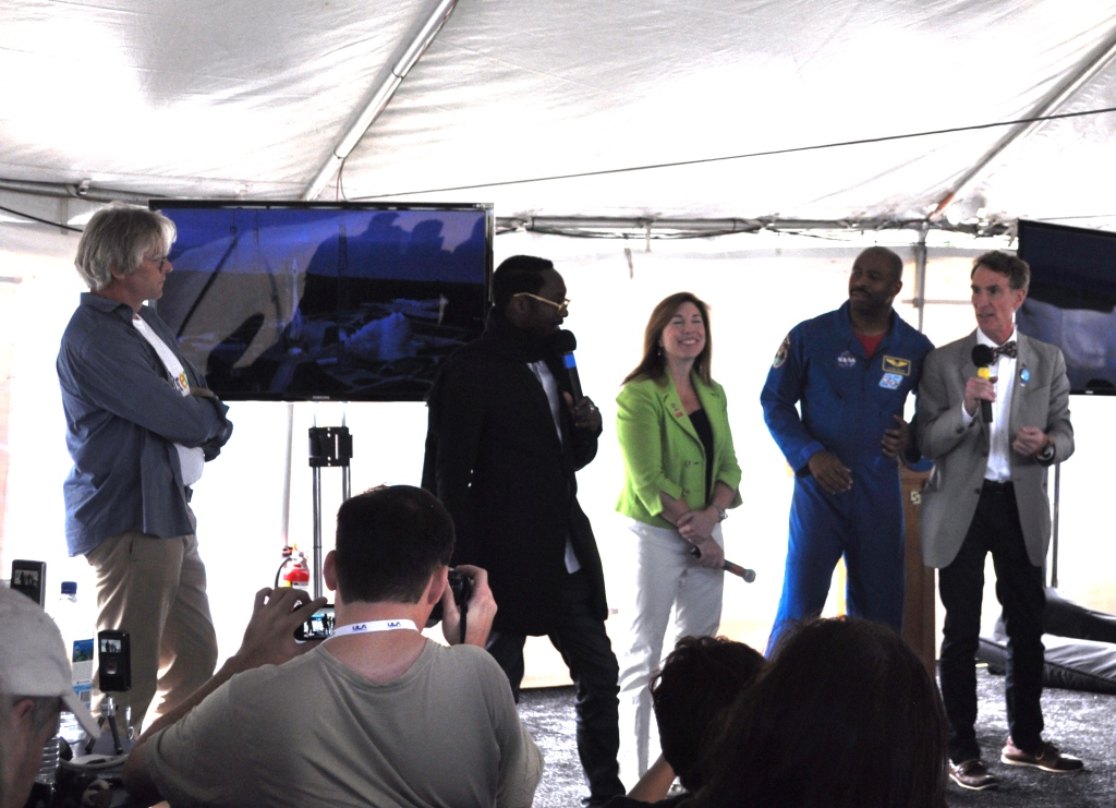Lars Perkins, will.i.am, Lori Garver, Leland Melvin, Bill Nye the Science Guy Talk STEM during NASA Tweetup, Kennedy Space Center, Nov. 26, 2011