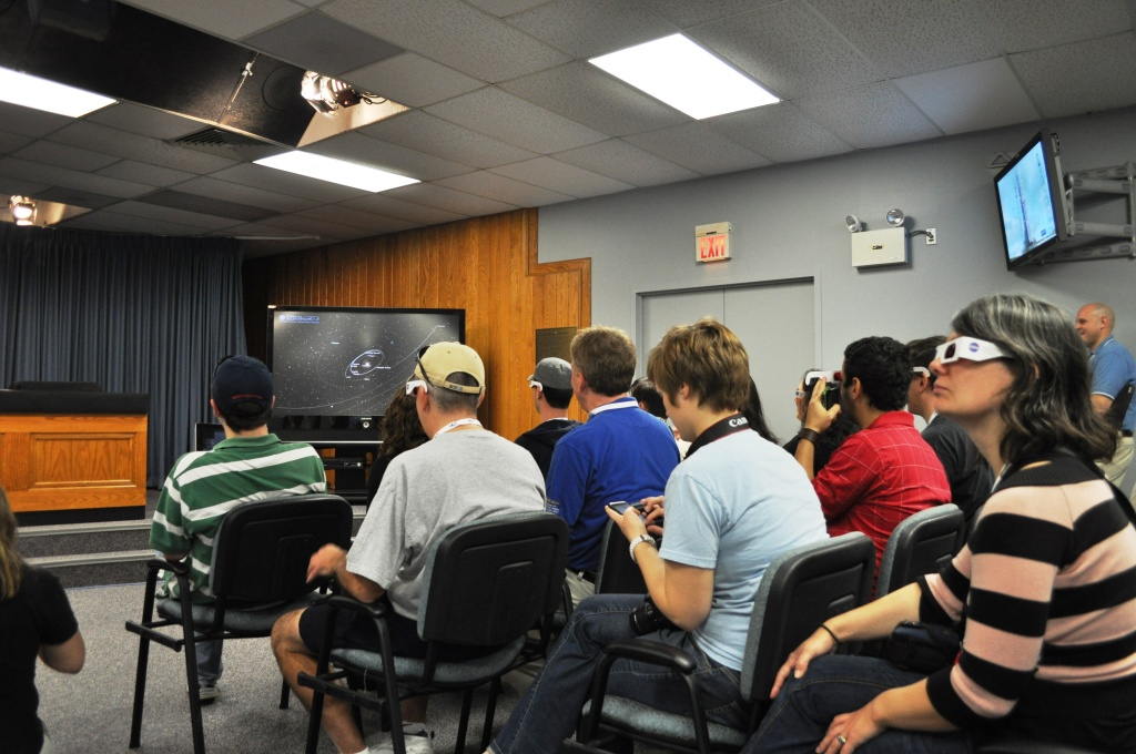 NASA Tweetup Participants Check Out Eyes on the Solar System with Hip 3-D Glasses, Kennedy Space Center, Fla., Nov. 25, 2011