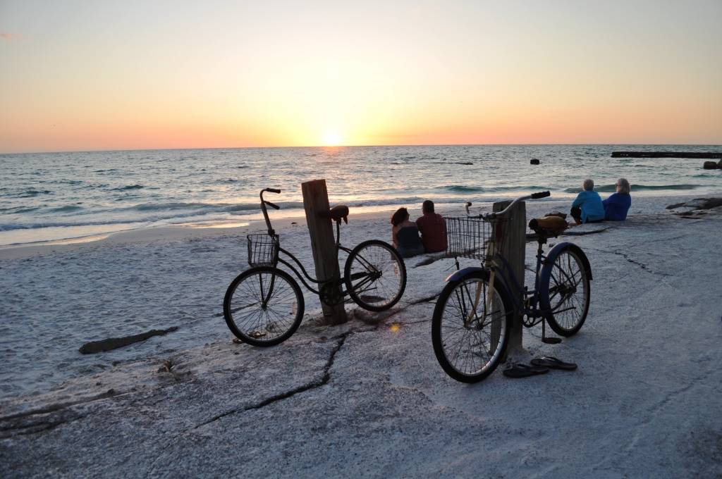 A Sunset on Siesta Key Makes a Romantic Location