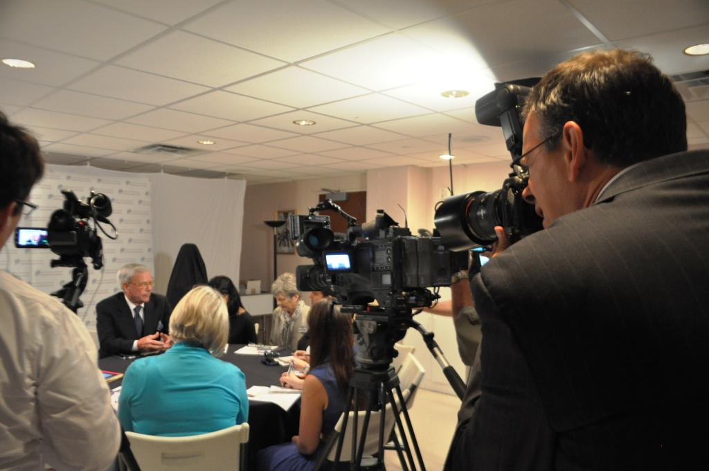 Tom Brokaw Discusses the Change in Journalism with Members of the Media in Sarasota, Fla., April 8, 2103